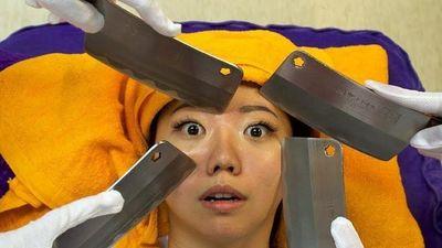 Massage bằng dao - dịch vụ không dành cho người yếu tim ở Trung Quốc