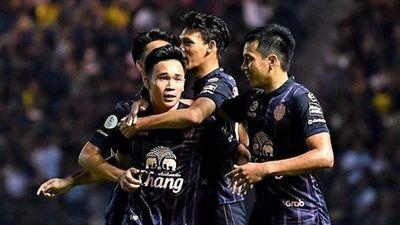 HLV Buriram 'phát điên' với cầu thủ sau khi thắng Muangthong