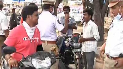 Từ chối bán xăng cho tài xế không đội mũ bảo hiểm