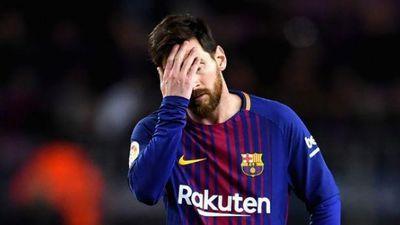 Fan Arsenal hả hê khi thấy Messi bị 'xâu kim'