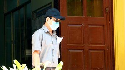 Bị can Nguyễn Hữu Linh đến tòa nhận quyết định liên quan vụ sàm sỡ bé gái
