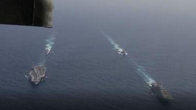 CLIP: Quân đội Mỹ phô diễn sức mạnh gần Iran