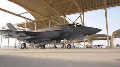 Siêu tiêm kích F-35 của Mỹ lần đầu cất cánh với chế độ 'quái thú'