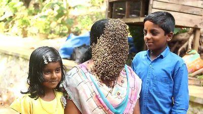 Người phụ nữ Ấn Độ thản nhiên cho hàng nghìn con ong bu kín mặt