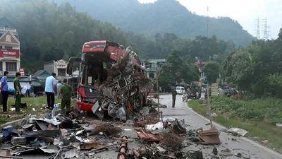 Hiện trường vụ tai nạn kinh hoàng khiến 43 người thương vong tại Hòa Bình