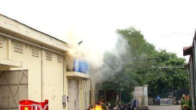 Diễn tập phương án chữa cháy và cứu nạn cứu hộ kho cảng Hà Nội.