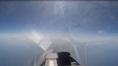 CLIP: Su-27 của Nga chặn B-52 của Mỹ áp sát biên giới