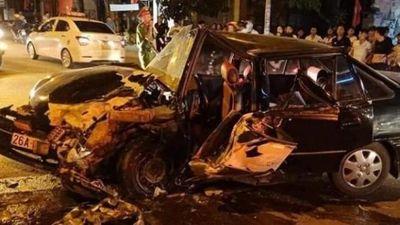 Sơn La: 2 ô tô đấu đầu trên QL6, 4 người bị thương nặng