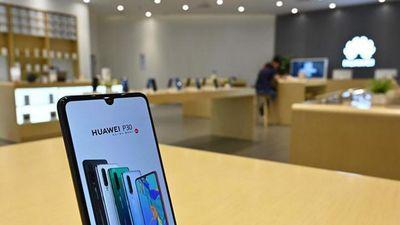Huawei xin lỗi vì đưa quảng cáo đến màn hình khóa điện thoại khách hàng