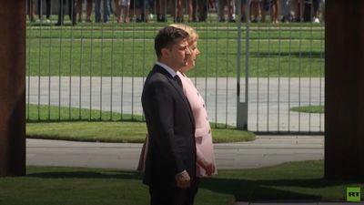 Thủ tướng Đức run lẩy bẩy trong lễ đón Tổng thống Ukraine