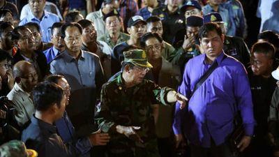 Thủ tướng Campuchia Hun Sen thị sát hiện trường vụ sập nhà 7 tầng