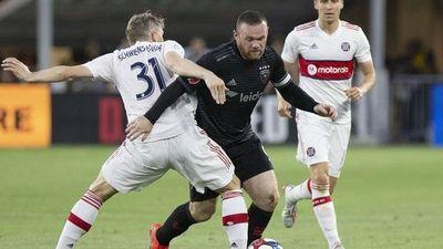 Trố mắt với siêu phẩm ghi bàn hơn nửa sân của Rooney
