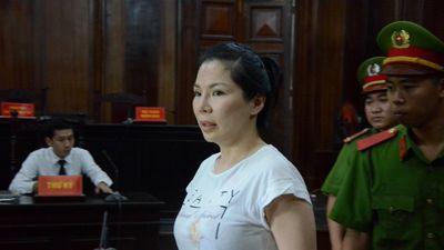 Thuê người chém chồng, vợ bác sĩ Chiêm Quốc Thái bị tuyên 18 tháng tù