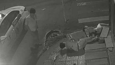 Clip: Tài xế taxi gây tai nạn xong đứng nhìn người tử vong, người giãy đành đạch... rồi bỏ đi!