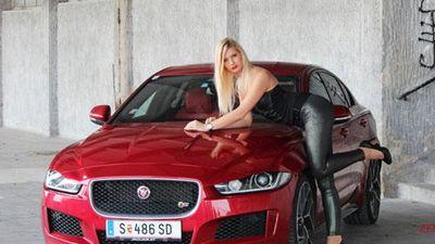 CLIP: Hot girl trổ tài drift xe Jaguar XE R-Sport