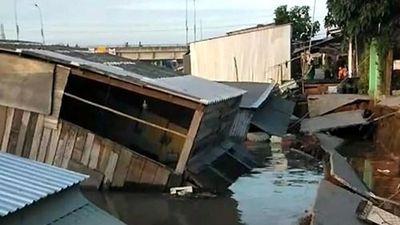 5 căn nhà ở Đồng Tháp trôi xuống sông vì sạt lở
