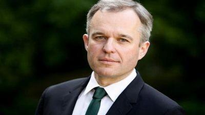 Chân dung Bộ trưởng Pháp vừa từ chức vì tiệc tôm hùm