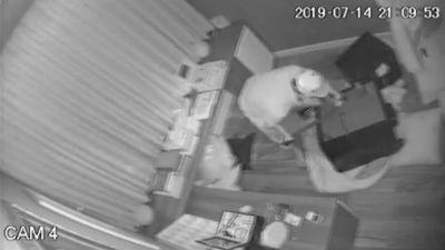 Tên trộm phá két sắt nhà ca sĩ Nhật Kim Anh trong 20 phút lấy đi 5 tỷ đồng