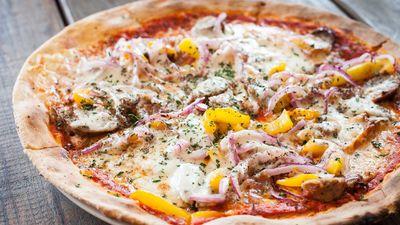 Thưởng thức loại pizza mỏng nhất thế giới