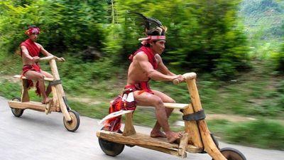 Cuộc đua kỳ thú bằng xe gỗ của bộ tộc ở Philippines