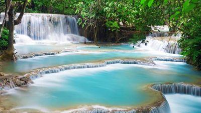 Khám phá hồ nước xanh ngọc bích và ngọn thác trăm tầng ở Lào