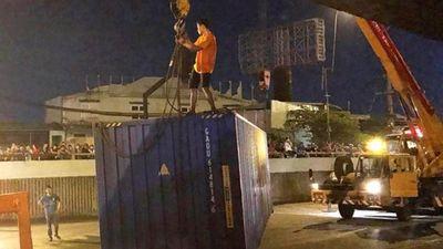 Nhân chứng thoát chết trong vụ thùng xe container rơi kể chuyện