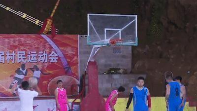 Chơi bóng rổ trong hang động ở Trung Quốc