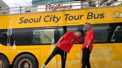 Ngẫu hứng chơi piano solo 'Hồng nhan' ngay giữa phố, K-ICM thu hút sự chú ý của người dân Seoul, Hàn Quốc