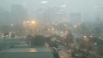 Vì sao Hà Nội mưa tối trời lúc 2h chiều?