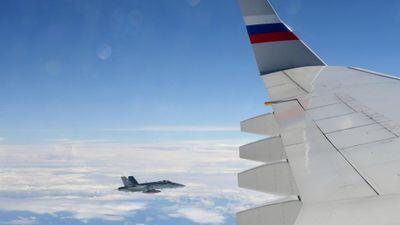 Chiến đấu cơ Thụy Sĩ 'tiễn chân' máy bay Nga dự Thượng đỉnh Putin-Macron