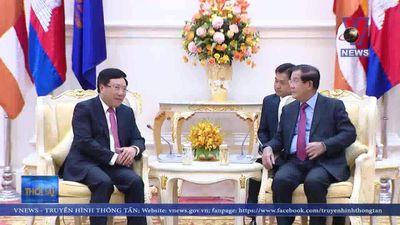 Phó Thủ tướng, Bộ trưởng Ngoại giao chào xã giao Thủ tướng Campuchia