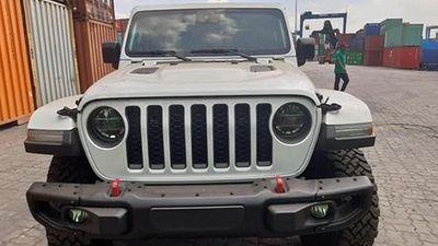 'Đập thùng' bán tải Jeep Gladiator tiền tỷ tại Việt Nam