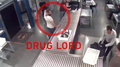 Clip: Giây phút lơ là của nhân viên an ninh để trùm ma túy tẩu thoát ngay trước mặt