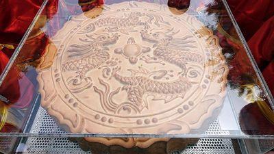 Rước cặp bánh Trung thu khổng lồ tại phố đi bộ Hồ Gươm