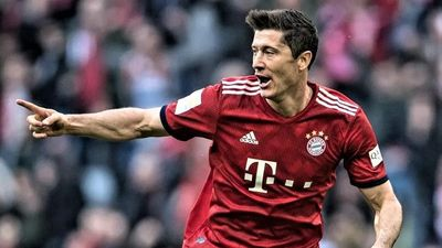 Lewandowski lập hat-trick giúp Bayern thắng Schalke