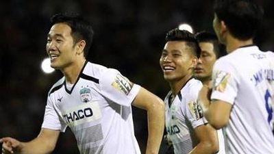 CĐV vui mừng vì HAGL thắng Đà Nẵng và thoát nhóm xuống hạng