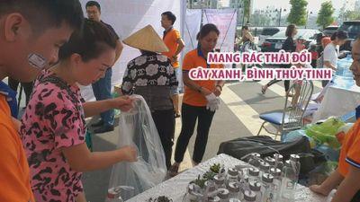 Dân Hải Phòng hào hứng mang rác thải nhựa đổi cây xanh, bình thủy tinh