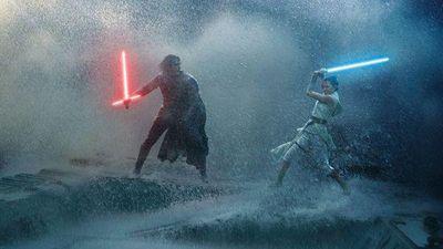 Star Wars: The Rise of Skywalker công bố poster ảo diệu cùng trích đoạn Rey sử dụng Double-bladed lightsaber