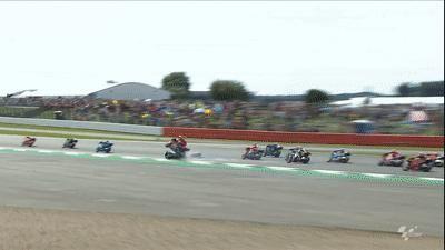 Xe đua bốc cháy sau tai nạn tại British MotoGP