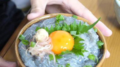 Cá cơm tươi trộn trứng sống - sự kết hợp lạ lùng trong ẩm thực Nhật