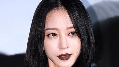 Mỹ nhân Hàn nổi nhất sự kiện nhờ đánh son đen, ăn mặc cá tính