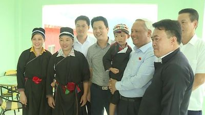 Phó Chủ tịch Quốc hội cùng lãnh đạo tỉnh Hà Giang thăm, tặng quà tại huyện Hoàng Su Phì