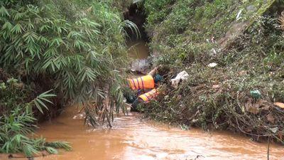 Đau lòng bé trai 10 tuổi nghịch nước trước nhà, bị lũ cuốn trôi 30 km