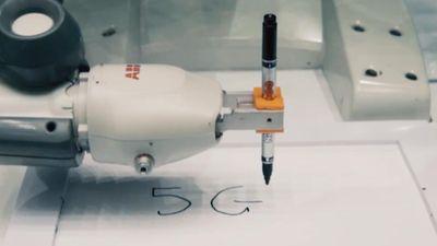 Video robot bắt chước động tác, viết chữ theo thời gian thực