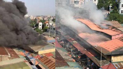 Hà Nội: Chợ Tó Đông Anh bất ngờ bốc cháy