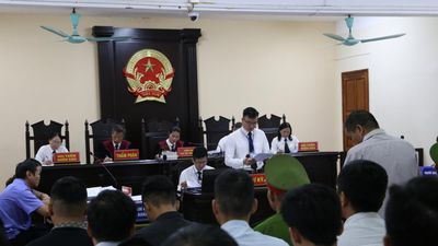 Hơn 100 người vắng mặt, tòa Hà Giang vẫn xét xử vụ gian lận thi cử
