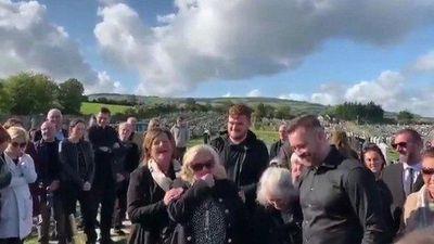 Người thân bật cười khi nghe người chết 'cầu cứu' từ huyệt mộ