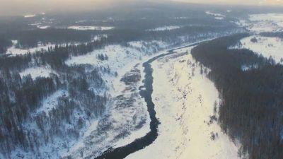 Dòng sông ở thành phố băng vẫn chảy trong thời tiết -40 độ C