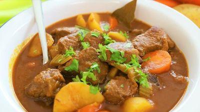 Cách hầm thịt bò nạc vai với khoai tây, cà rốt