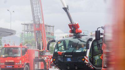 Xe cứu hỏa triệu đô và trực thăng diễn tập chữa cháy ở Đà Nẵng